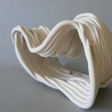 Porcelana y figuras plásticas 16x24x14cm - Alfredo Eandrade