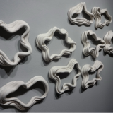 Wall installation - Porcelain and figurine Size variable - Alfredo Eandrade