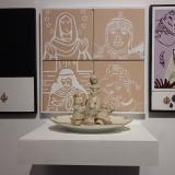 Cerámica esmaltada – Plato de loza – Medallas religiosas 50x150x40cm - Alfredo Eandrade
